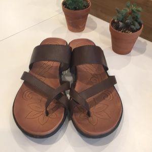 Born concept brown sandals size 9
